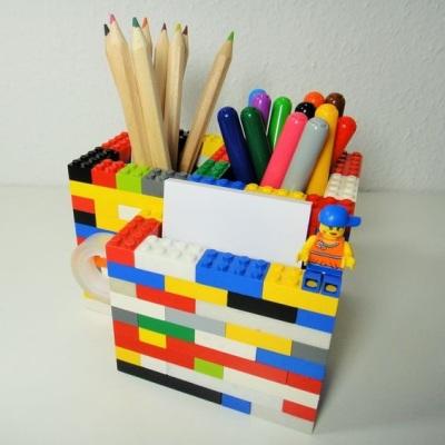 13. Wadah alat tulis dari lego