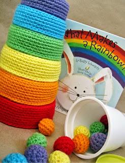http://translate.google.es/translate?hl=es&sl=auto&tl=es&u=http%3A%2F%2Fwww.seriouslydaisies.com%2F2012%2F08%2Fcrochet-pattern-rainbow-nesting-bowls.html