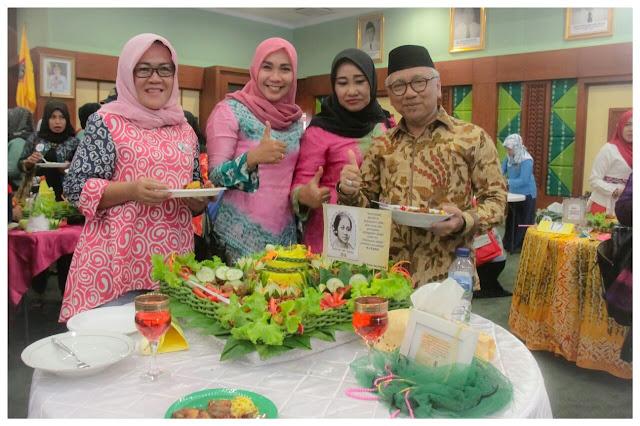 Peringati Hari Kartini, Digelar Lomba Merangkai Bunga dan Menghias Nasi Tumpeng