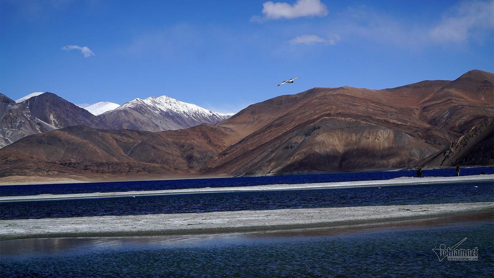 Khám phá vẻ đẹp huyền bí hồ Pangong - Ảnh 10