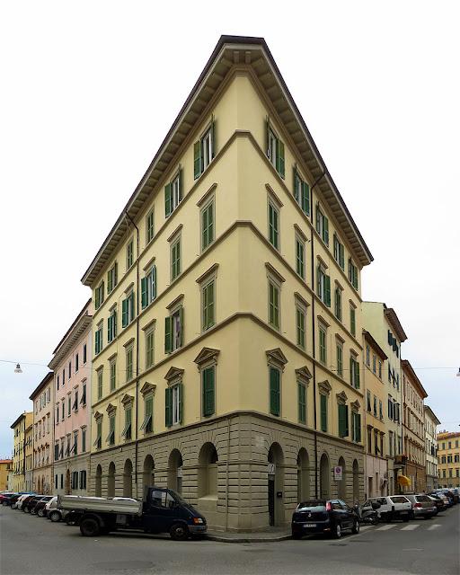 Palazzo d'angolo, via Paoli / via Battisti, Livorno
