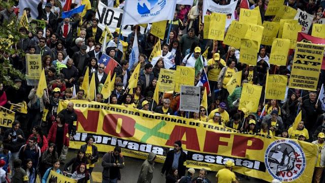 Miles de chilenos se manifiestan contra sistema de jubilación