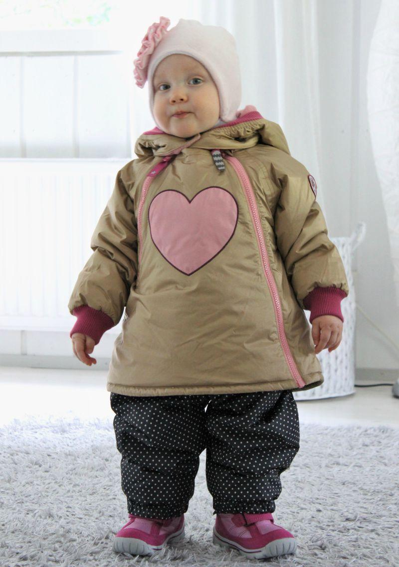 Kullansävyinen Sadie solid baby Champagne beige - takki on varmasti  malliston yksi suosituimmista tänä talvena. Tämä on tuotekuvissa paljon  vaaleamman ja ... 9445391d32