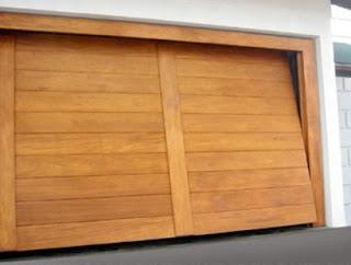 foto portão de madeira