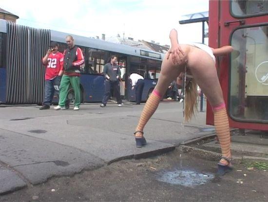 porno-trusiki-pisayut-na-publike-video-plan-pizdi-vmeste