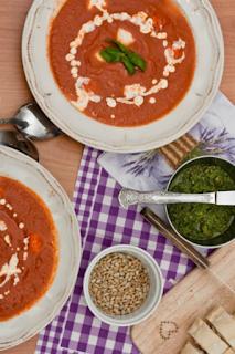 http://www.everydaycooking.pl/2011/05/zupa-pomidorowa-z-mozarella.html