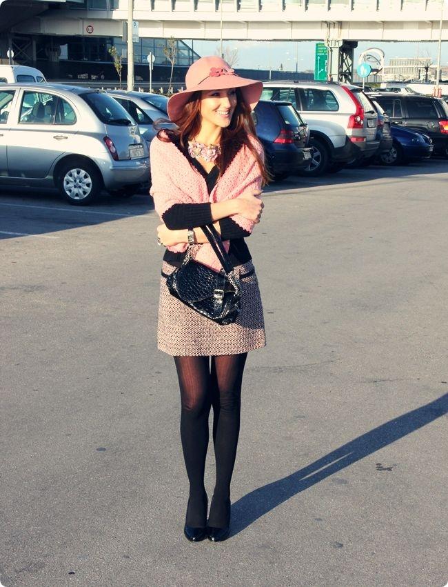 zenstven zimski crno roze outfit sa tvid mini suknjom