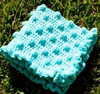 http://translate.googleusercontent.com/translate_c?depth=1&hl=es&rurl=translate.google.es&sl=en&tl=es&u=http://www.daisycottagedesigns.net/2011/11/polka-dots-frills-free-crochet-blanket.html&usg=ALkJrhh02BpXHePsLs-zuiw5qhcEC8XKyg