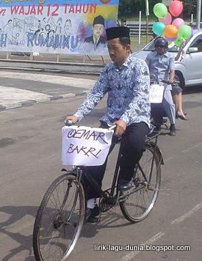 Guru dan sepeda ontel