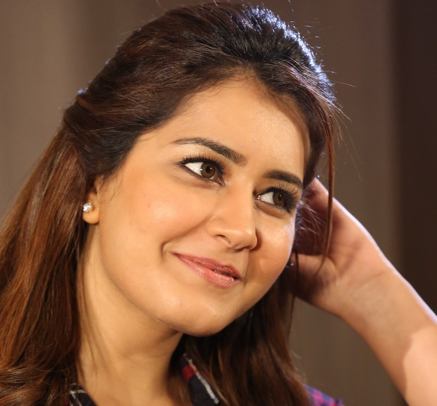 Raashi Khanna Face Close Up Pics
