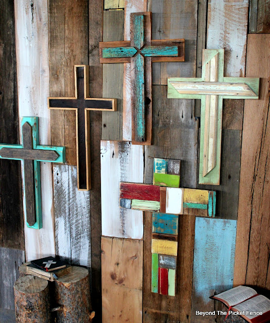 rustic cross, reclaimed wood, barn wood, salvaged decor, rustic decor, http://bec4-beyondthepicketfence.blogspot.com/2016/02/more-rustic-crosses-and-finding-waldo.html