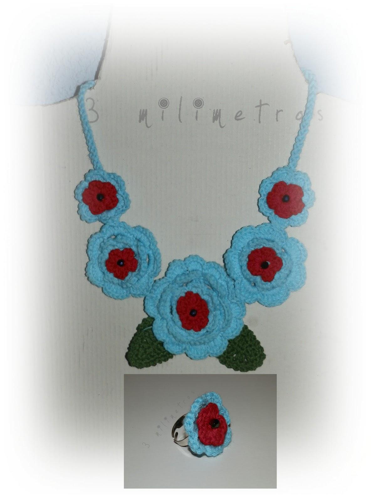 65259d11f388 Collar gargantilla 5 rosas azul y rojo con piedras facetadas y anillo a  juego.Cadena de cordón trenzado.