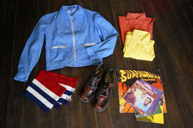 une blouson des années 70 , des chemises 70s , une écharpe , des disques ( The Same , The Panics , Julie Driscoll ... ) , de belles chaussures  70s crop denim jacket , pointed / penny collar shirts , chunky shoes