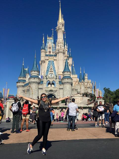 Di feliz conhecendo o Castelo da Cinderela