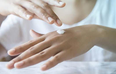 Tips For Skin Care in Winter- Protecting Hands