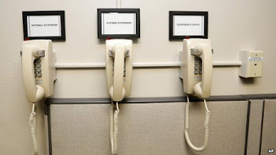 Outside lines in Oklahoma's death chamber