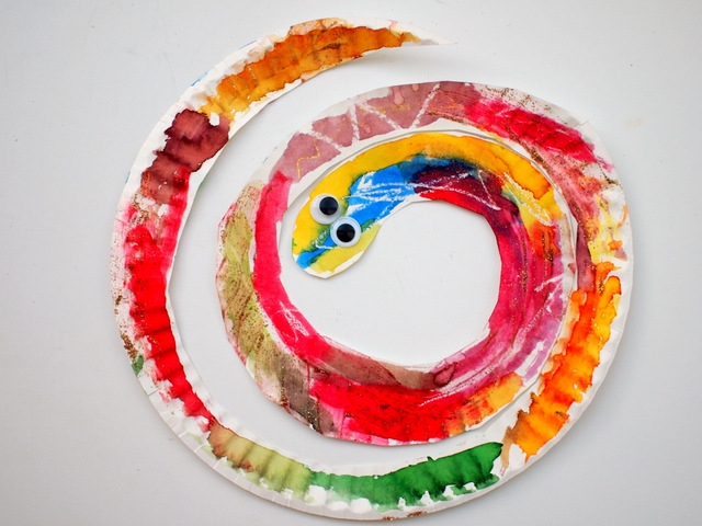 Easy and Colorful Paper Plate Snakes | Pink Stripey Socks