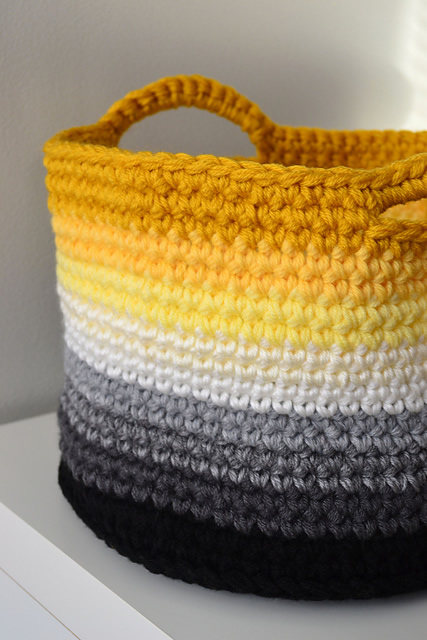 Easy crochet project: basket (photo by: Crochet in Color)
