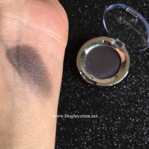 flormar party eye shadow glittery plum swatch