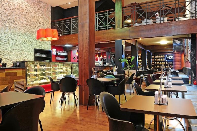 Pioneira no modelo de franquias, cafeteria curitibana já conta com 12 unidades no Brasil