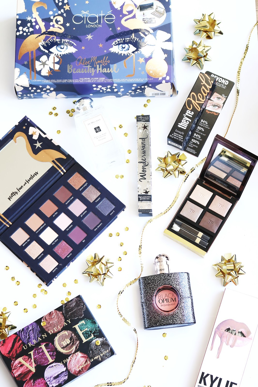 Beauty, Blogmas, Christmas, Gift Guide, Christmas gift guide, Shopping, things to buy people, what to buy people for Christmas, beauty presents, Charlotte Tilbury, Too Faced, Luxury Christmas gift Guide, Teen gift guide, what to buy teens for Christmas, presents for your girlfriend, presents for your wife, Zoella beauty
