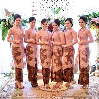 Seragam Kebaya Brokat Tradisional Untuk Acara Pernikahan Jawa