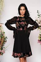 Rochie LaDonna neagra midi de ocazie in clos din catifea