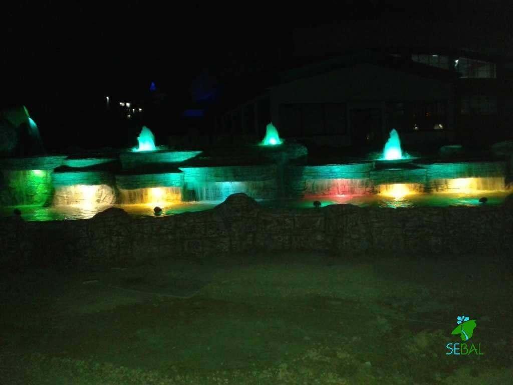 Dinlenme tesisi ışıklı yapay kaya havuz