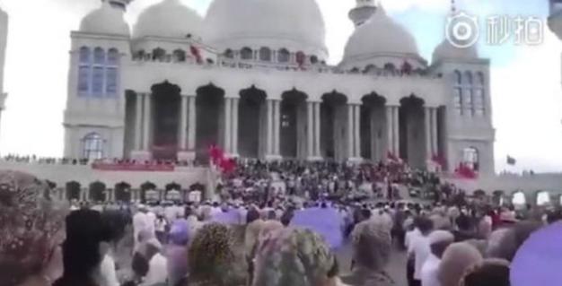 Muslim Tiongkok memprotes rencana pembongkaran masjid