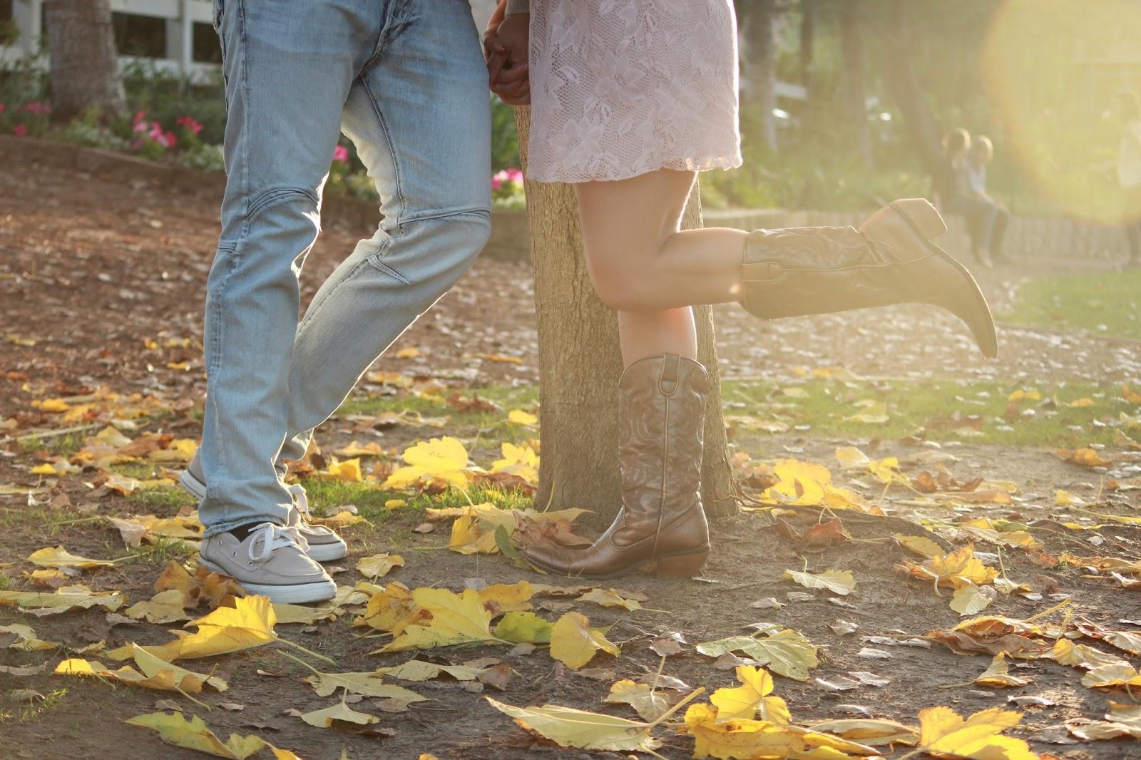 Cuplu printre frunze, toamna