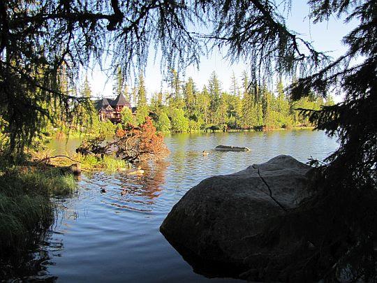 Szczyrbskie Jezioro (słow. Štrbské pleso, niem. Tschirmer See, węg. Csorbai-tó; 1346 m n.p.m.).