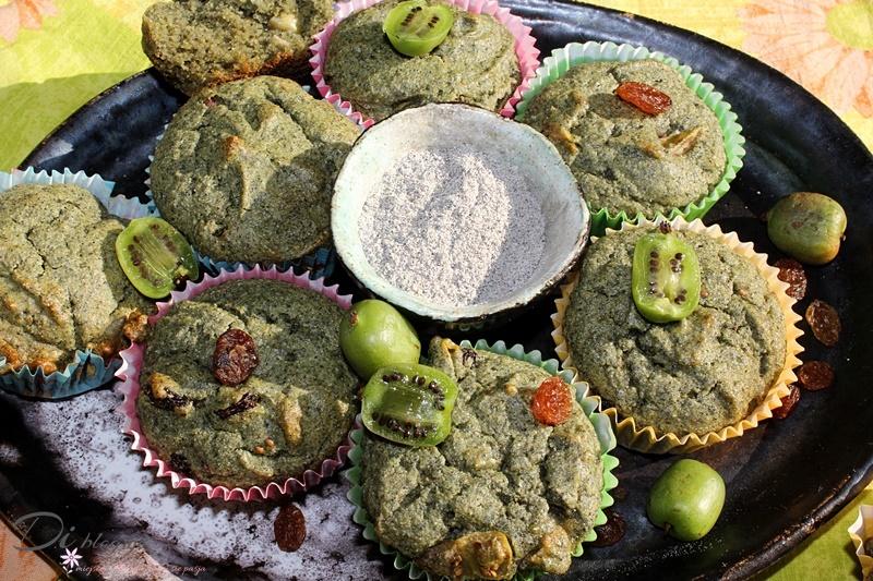 Zielone muffiny kukurydziane z rodzynkami i mini kiwi (bez barwników, gluten free)