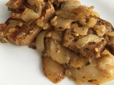 Pieczona szynka z ziemniakami i cebulą