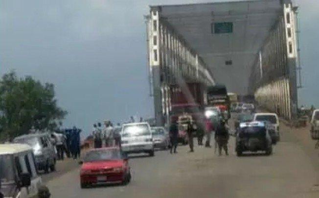 Motorists lament as N470 Million Niger bridge collapses