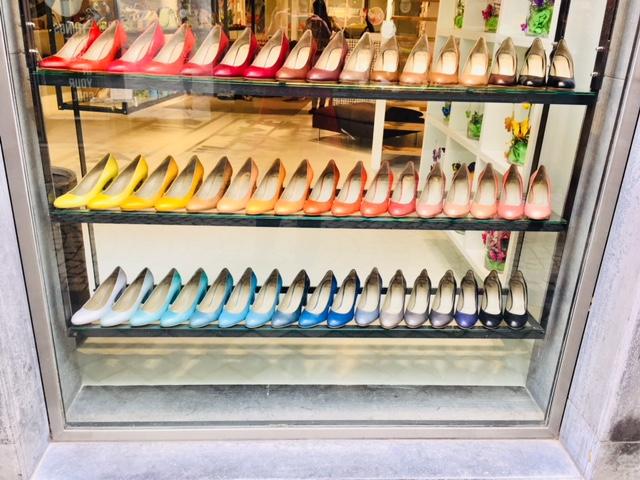 Ankleboots grün green shoes Schuhe Maastricht Noe Shop Highheels Pumps Schaufenster bunte Schuhe