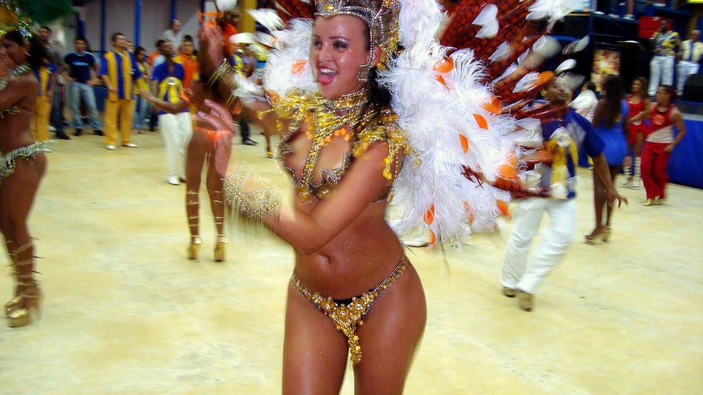 dira-brazilskie-striptizershi-onlayn-domashka-tolstushki