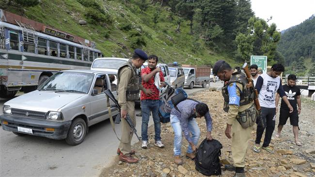 16 Hindu pilgrims die on way to shrine in India's Kashmir