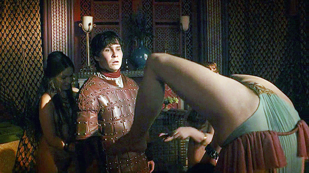 Game Of Thrones S03E03: Pixie Le Knot (contortionist) nude scene
