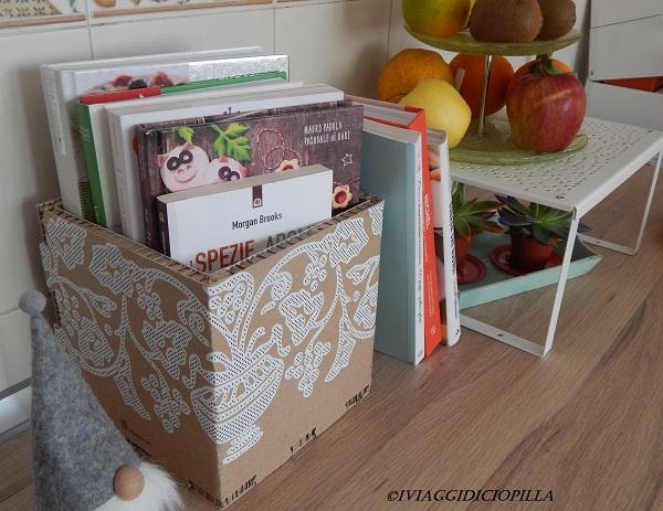 Utilizzare una scatola per contenere dei libri