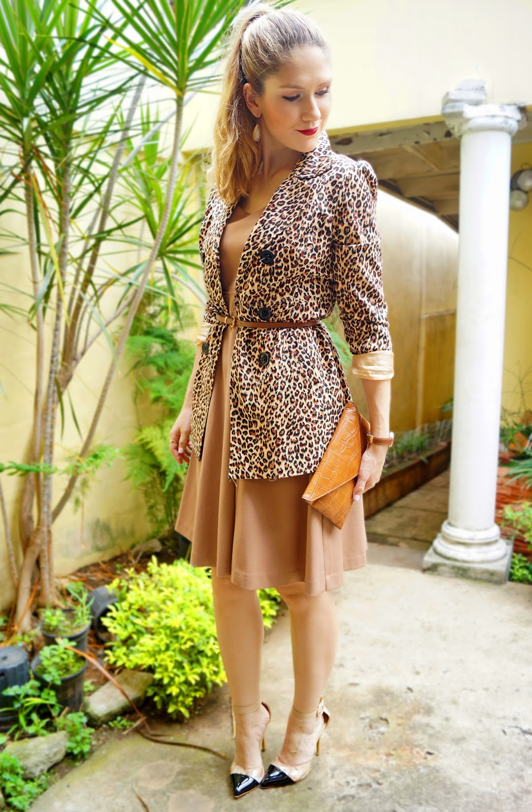 This leopard and beige combo looks so glam and effortlessly chic!