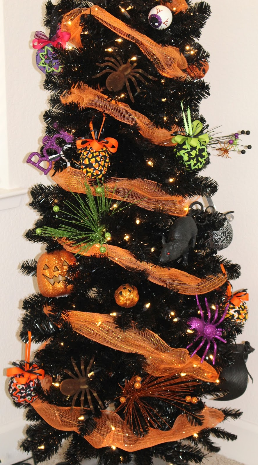 Halloween tree ornaments - I M Really Happy With How The Tree Turned Out The People Who Have Seen It So Far Love It Which Makes My Heart Happy Now Once Halloween Is Over The Tree