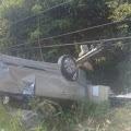 Hilang Kendali, Mobil Avanza Tabrak Tiang Telkom dan Rumah Warga