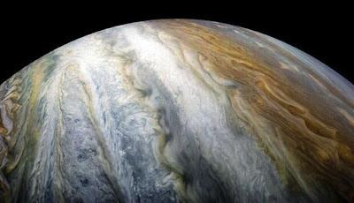 Angin Atmosfer Jupiter Berputar Jauh Ke Dalam