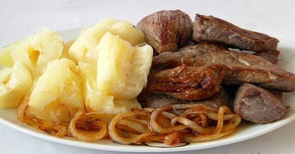 Carne de Sol com Macaxeira (típica do Nordeste) (Imagem: Reprodução/Internet)