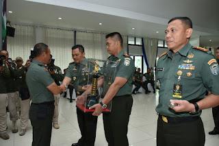 IMG 20171127 WA0035 - Raih Juara Umum Binter, Pangdam IM dampingi Dandim Terima Penghargaan dari KSAD