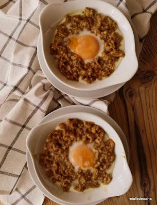 Ous al plat amb carn picada