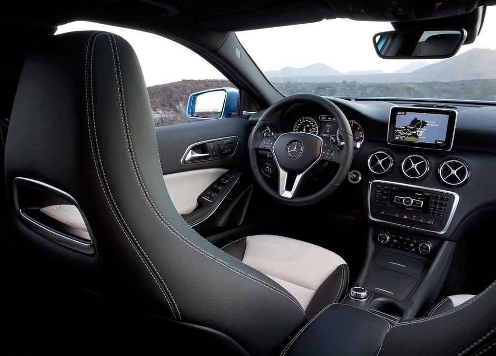 cockpit autom vel conte dos auto apresenta o mercedes benz classe a. Black Bedroom Furniture Sets. Home Design Ideas