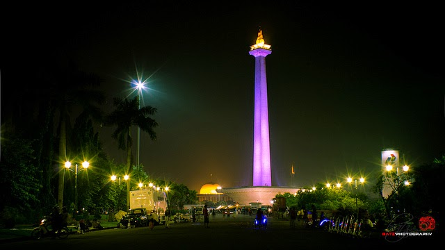 adalah ikon Negara Indonesia yang berdiri tegak di Taman  Monumen Nasional Ikon Kota Jakarta