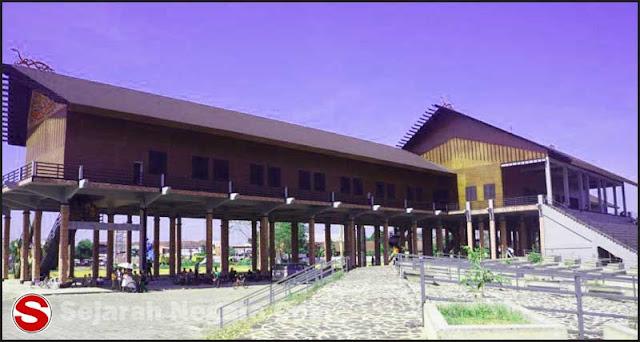 Foto Desain rumah Adat Kalimantan Barat
