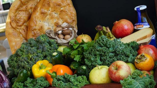 Cara Menjaga Kesehatan Mata - Mengkonsumsi buah dan sayur